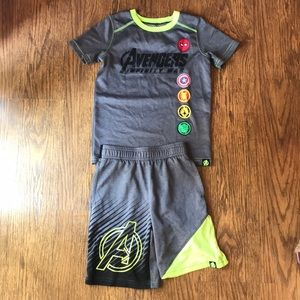 Boys avengers shirt/short set size 6